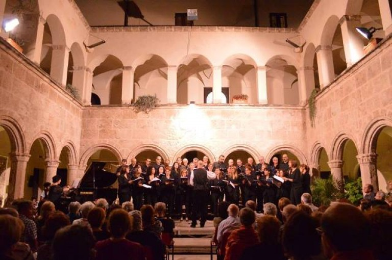 Coro Matilde Salvador 1